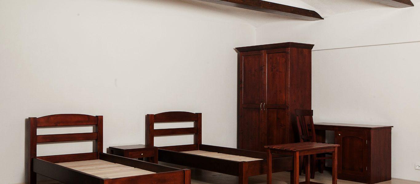 Mobilier din lemn masiv  dormitor